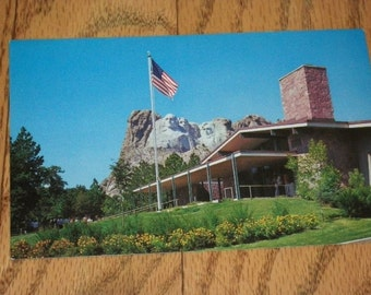 Mid-century Postcard Shows Mt. Rushmore National Monument, Black Hills, South Dakota ,Unused