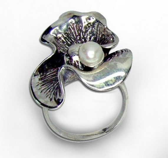 Great Sterling Silver inlaid White Pearl flower Ring 7 (s r1914