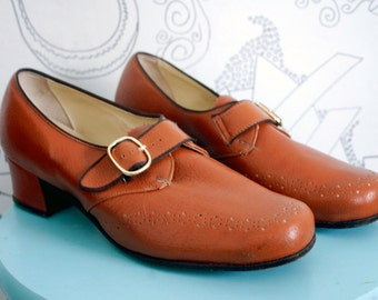 Vintage 1970s Carmel Colored Leather Buckle Booties Size 8