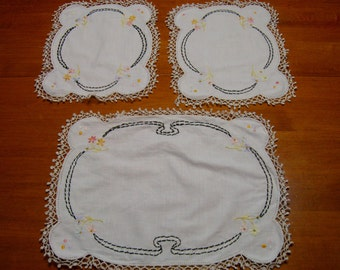 Sewing Supplies, Lot of 3, Vintage Linen with Tatted Edges, Pretty Flowers.