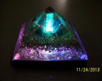 """ORGONE Pyramid 3 & 1/2 """" Aventurine Extreme Energy Money Magnet with color changing LED lighted Base - Color Therapy"""