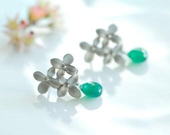 Silver stud earrings, Emerald green earrings, May Birthstone earrings, Green onyx earrings, Green gemstone jewelry, green teardrop earrings