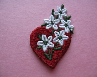 floral heart patch 70s embroidered red heart and daisy flower appliqué vintage jacket patch new old stock