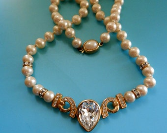 Wonderful  Pearls and sparkling Crystals centerpiece - 1970s Italian Necklace -excellent ivory pearls, perfect for every woman--Art.480/3 -