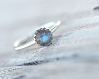Delicate Rose Cut Labradorite Silver Ring Cute Blue Gray Simple Scalloped Bezel Boho Multicolor Iridescent Gemstone Gift For Her - Sky Berry