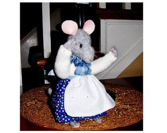 Artist teddy mouse 7inch, Nana Elizabeth,Brambley hedge design,jointed, glass eyes20%discount