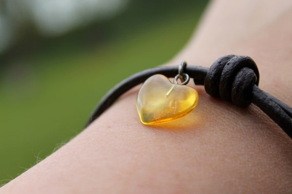 Tiny Baltic Amber Heart Honey Charm Bracelet Hand Sculpted Yellow Adjustable Brown Leather Minimalist Summer Fashion Jewelry Valentine Gift