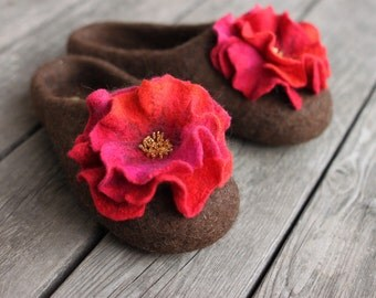 Women felted slippers brown house shoes  home wool slippers embroidered wool clogs with pink orange red flower winter Christmas gift