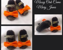 Baby Girl Shoes, Mossy Oak Camo fabric with Orange bow / Newborn shoes / Infant shoes / Toddler shoes