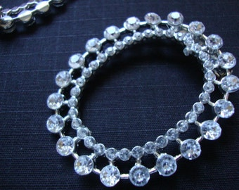 "1.75"" x 2"" oval beautiful silver tone trim acrylic rhinestone fashion jewelry brooch S117"