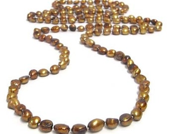 Knotted baroque reshwater pearl necklace