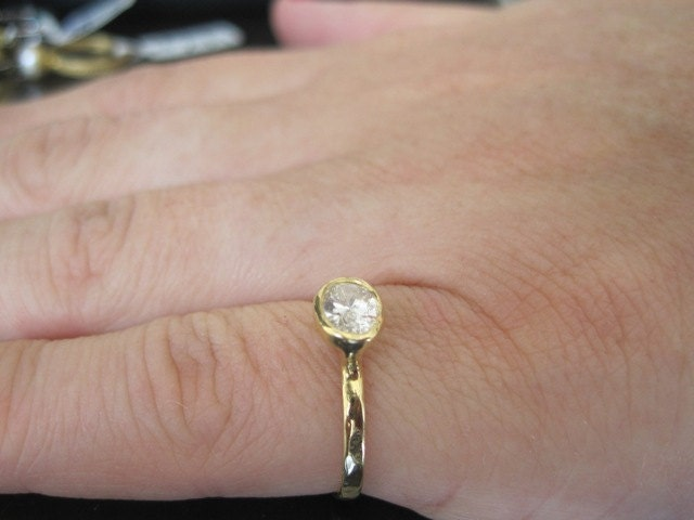 Breathaking Cubic Zirconia 14k Gold Engagement Ring