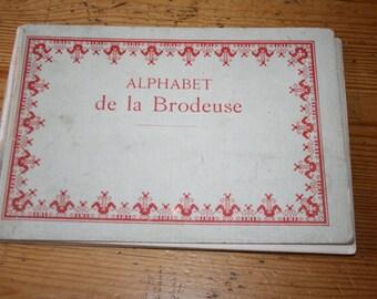 SALE early 1990s Alphabet de la Brodeuse Lettres, chiffres, monogrammes et ornements hardcover