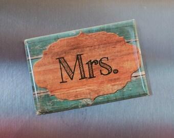 A set of 2 handmade Mr. & Mrs. flat magnets