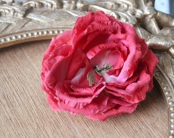 Very cute   silk   flower   1 piece listing  4  inch wide