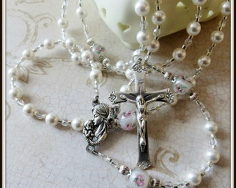 White Catholic Baptism Rosary for Girls, Swarovski Pearl & Lampwork Rosary, Christening/Baptism Gift