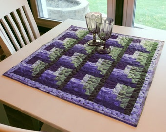Quilted Table Topper - Log Cabin Corners - pattern #537