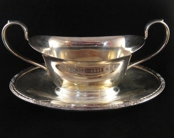 Camille Pattern Gravy Boat with Attached Underplate International Silver