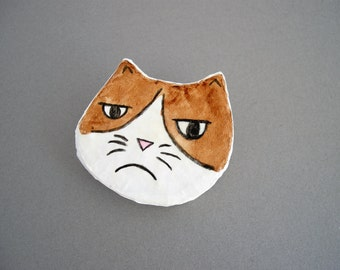 Grumpy cat brooch, paper mache eco friendly jewelry, cat lovers gift, recycled brooch