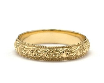 Unique Scrolls Vintage Style Wedding Band in Yellow Gold