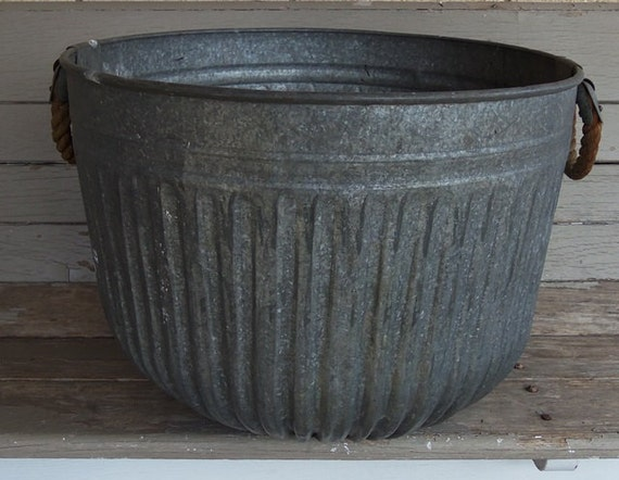 Vintage Galvanized Round Metal Wash Basin Farm Garden Tub