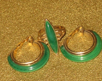 Sale SARAH COVENTRY Signed Vintage Ring and Earrings Set, Gold Setting, Kelly Green Stones