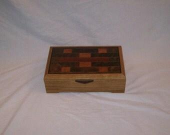 Quarter Sawn Oak Stain Glass Patern Keepsake Box