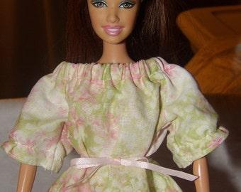 Fashion Doll Coordinates - Peasant style blouse in muted pink & green floral print - es323