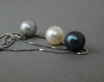 Necklace with three pearls