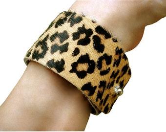 Fur bracelet - Leather cuff - Leopard print cuff - Hair on leather cuff - Hair on bracelet - Black & Tan - spotted fur - women custom fit