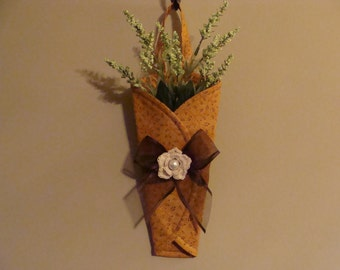 Wall CONE Decor - Country Vines on Gold