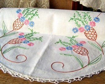 Vintage Dresser Scarf Hand Embroidered Crochet Edge Pink and Blue Daisies Vintage 1960s