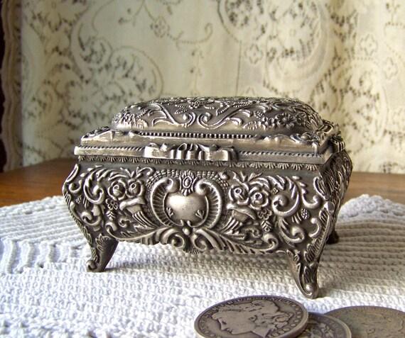 Vintage jewelry box trinket box pewter for Vintage antique jewelry box