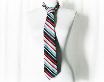 Vintage 70s Diagonal Striped Tie Necktie Red Navy Blue Preppy Collegiate