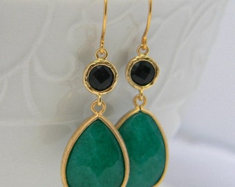 Emerald Green Dangle Earrings, Emerald and Black Jewel Drop Earrings, Emerald Bridesmaid Dangle Earrings in Gold, Jewelry Gift for Her