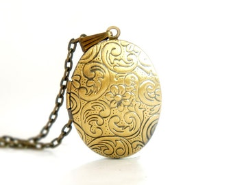 Flower Wave - Vintage Style Antiqued Brass Oval Shaped Locket Necklace - LN18