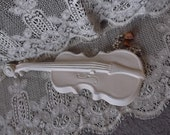 Shabby Metal Violin,, Vintage Wall Decor Creamy white, Romantic French country