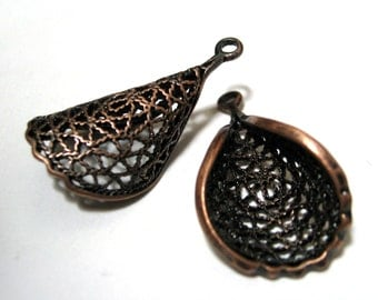 Brass Pendant Filigree Petal or Twist Antique Copper 29mm PAIR (2 pieces) Earring parts Beads