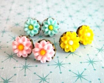 Flower Earrings, Flower Studs, Flower Post Earrings, Bridesmaids Earrings, Pastel Flowers, Retro Earrings, Mint Pink Yellow, Spring Earrings
