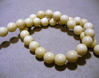 Fossil Beads Oatmeal Round 10mm