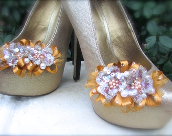 Bridal Shoe Clips Sparkles in Gold