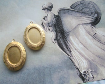 Vintage Oval Brass Lockets With 18x13mm Setting 2Pcs.