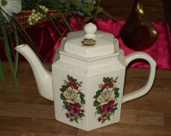 Teapot- Made in England By Arthur Wood