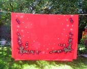 NBU California Hand Prints Red Pinecone 86 x 61 Tablecloth Christmas Tablecloth Snowflacke Tablecloth Pinecone Tablecloth Holiday Tablecloth