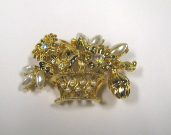 Vintage Faux Pearl Rhinestone Flower Basket Brooch Pin in Gold tone metal