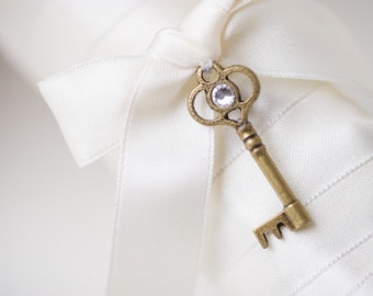 Skeleton Key Brooch Skeleton Key Bouquet Pin Key Pin For Your Bridal Bouquet Pin with Hanging Skeleton Key