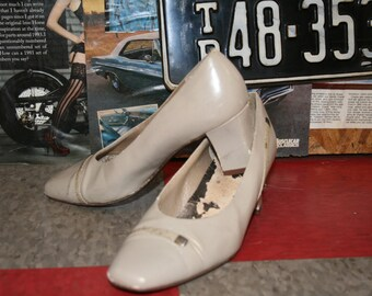 Vintage Beige women's shoes size 7N