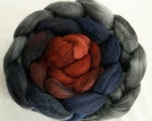Hand-dyed Haunui New Zealand Halfbred combed wool roving (tops) - graduate dyed - 100gr Plimsoll Line over Light Grey