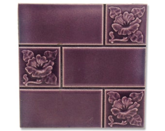 Lavender tile with divided floral motif