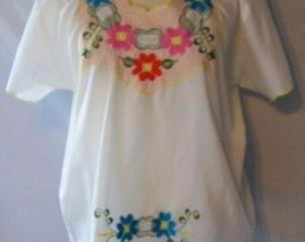 Gorgeous Vintage Floral Embroidered Chiapas Blouse
